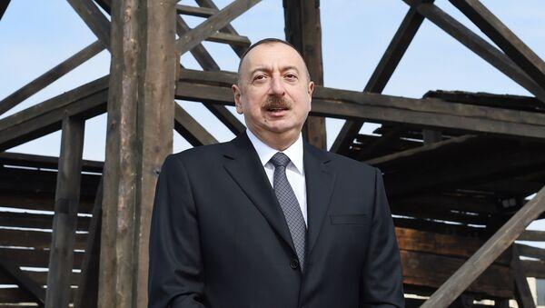 Выступление президента Ильхама Алиева на церемонии открытия реконструиванной нефтяной скважины - Sputnik Азербайджан