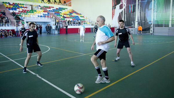 В рамках шахматного турнира прошел дружеский футбольный турнир - Sputnik Azərbaycan