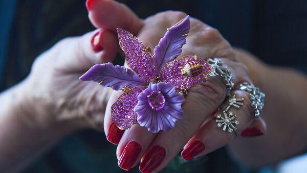 Уникальные ювелирные украшения со всего мира на выставке в Баку - Sputnik Азербайджан