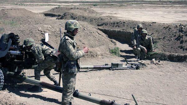 Hərbi məktəbin kursantları artilleriya qurğularından döyüş atışları icra edib - Sputnik Azərbaycan