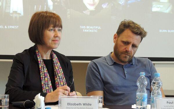 Директор British Council Azerbaijan Элизабет Уайт и британский режиссер Пол Фрейзер - Sputnik Азербайджан