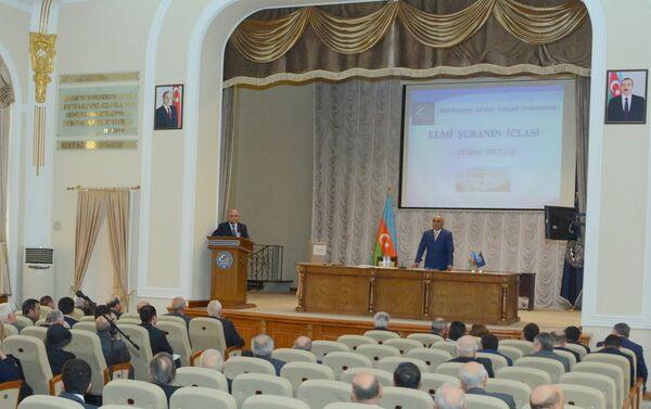 Выступление ректора UNEC, профессора Адалата Мурадова на  заседании Ученого совета - Sputnik Азербайджан