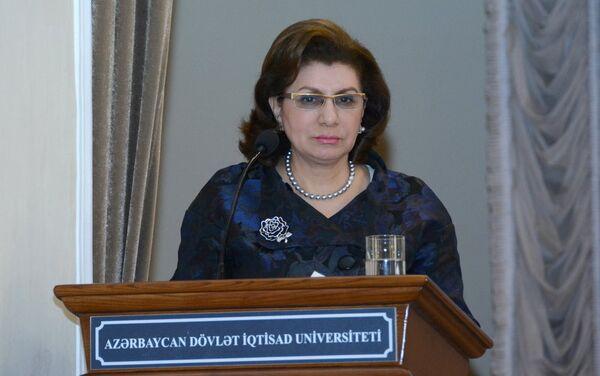 Выступление проректора по работе со студентами, доцента UNEC Саадат Гандиловой - Sputnik Азербайджан