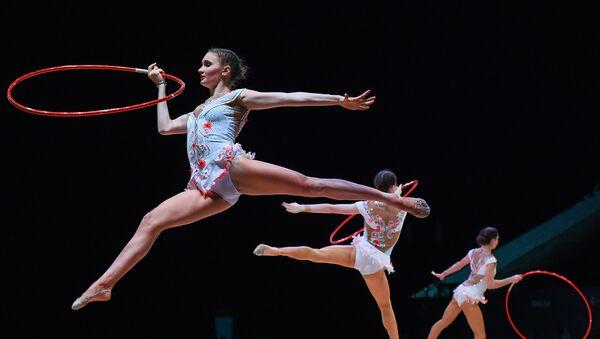 Выступление азербайджанской команды на Кубке мира по художественной гимнастике в Баку, 28 апреля 2017 года - Sputnik Азербайджан