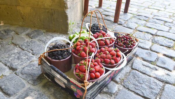 Продажа весенних фруктов, фото из архива - Sputnik Азербайджан