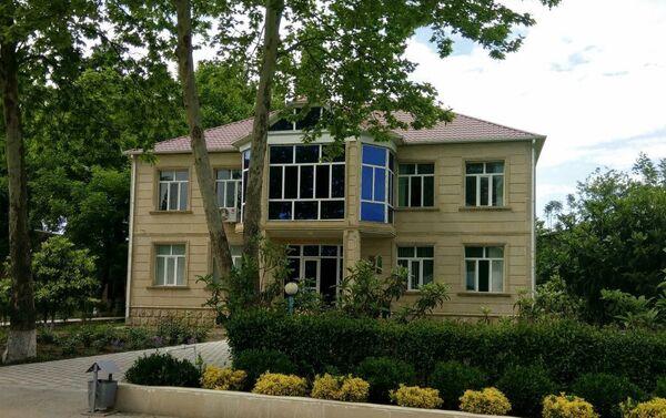 Здание Агдамского управления механического орошения ОАО Мелиорации и водного хозяйства - Sputnik Азербайджан