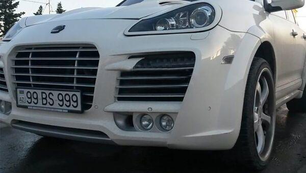 Porsche Cayenne Magnum markalı, 99 BS 999 dövlət nömrə nişanlı avtomobil - Sputnik Azərbaycan