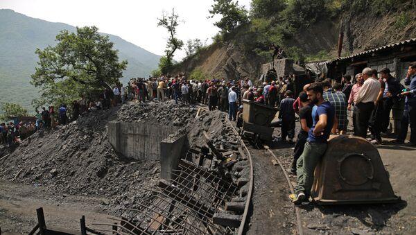 Место взрыва на угольной шахте в провинции Голестан, на севере Ирана, 3 мая 2017 года - Sputnik Азербайджан