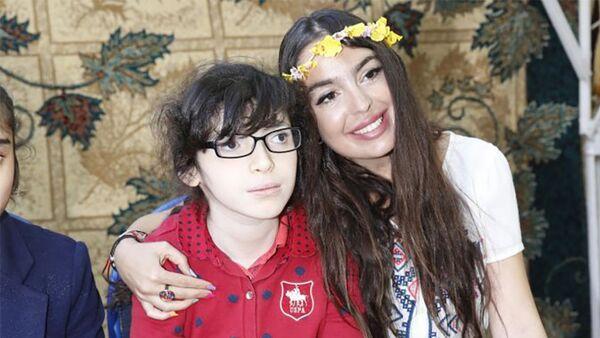 Лейла Алиева встретилась с учениками школы для детей с ограниченными возможностями здоровья - Sputnik Азербайджан