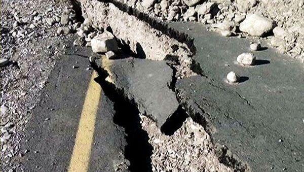 Sürüşmə asfalt örtüyünü də parçalayıb - Sputnik Azərbaycan