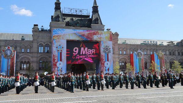 Военнослужащие на генеральной репетиции военного парада в Москве, посвящённого 72-й годовщине Победы в Великой Отечественной войне 1941-1945 годов. - Sputnik Азербайджан