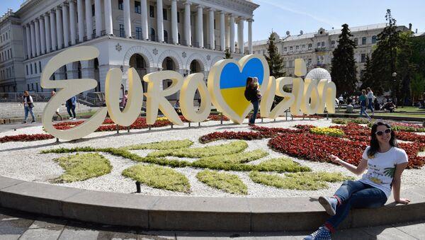 Символика международного конкурса эстрадной песни Евровидение в центре Киева. - Sputnik Азербайджан