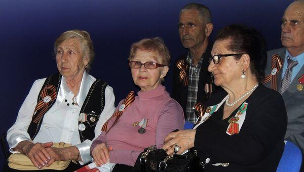 Встреча молодежи с ветеранами Великой отечественной войны в Российском информационно-культурном центре - Sputnik Азербайджан
