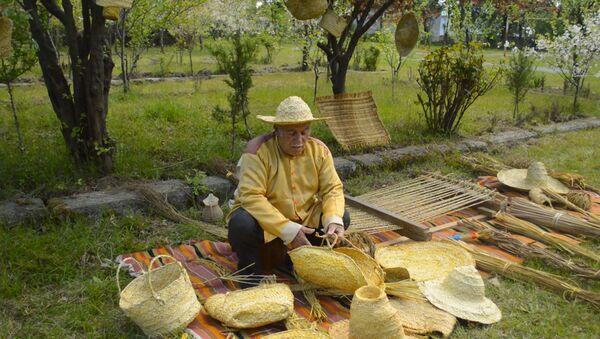 Вот уже 28 лет иностранцы носят шляпы мастера из Астары - Sputnik Азербайджан