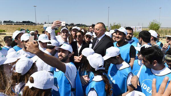 Ильхам Алиев принял участие в акции по посадке деревьев, посвященной дню рождения великого лидера Гейдара Алиева - Sputnik Азербайджан