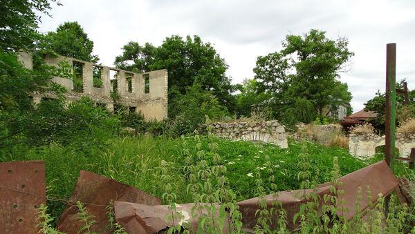 Разрушенные строения в оккупированном Арменией городе Шуша, фото из архива - Sputnik Азербайджан