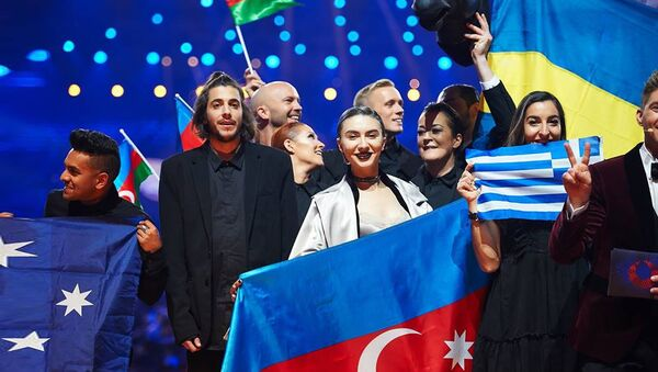 Команда Дианы Гаджиевой в ходе первого полуфинала Евровидения-2017 - Sputnik Азербайджан