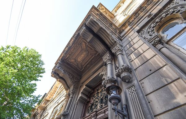 Дом Агабалы Гулиева на улице Муртузы Мухтарова в Баку - Sputnik Азербайджан