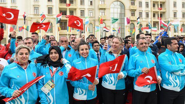Церемония встречи спортсменов-участников IV Игр Исламской солидарности в Деревне атлетов - Sputnik Азербайджан