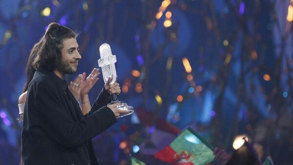 Победитель конкурса Евровидение-2017 Сальвадор Собрал празднует победу - Sputnik Азербайджан