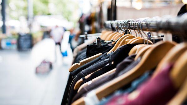 Одежда в магазине, фото из архива - Sputnik Азербайджан