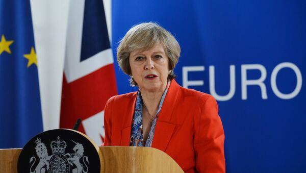 Премьер-министр Великобритании Тереза Мэй выступает на саммите ЕС в Брюсселе - Sputnik Азербайджан
