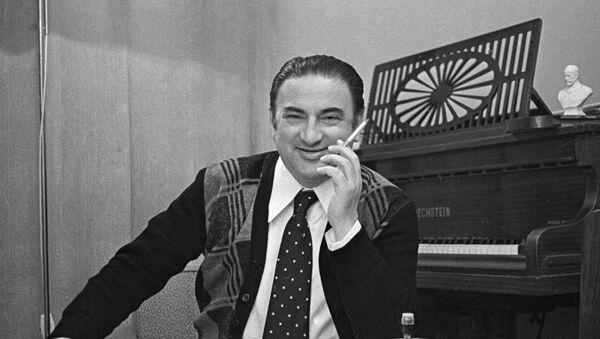 Композитор Рауф Гаджиев в 1970 году - Sputnik Азербайджан