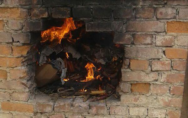 Сотрудники Государственной службы ветеринарного контроля уничтожили около 100 килограммов просроченных колбасных изделий - Sputnik Азербайджан