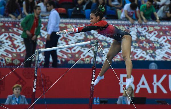 Финалы соревнований по спортивной гимнастике среди мужчин и женщин в вольных упражнениях, упражнениях на брусьях и кольцах, в опорном прыжке и на брусьях - Sputnik Азербайджан
