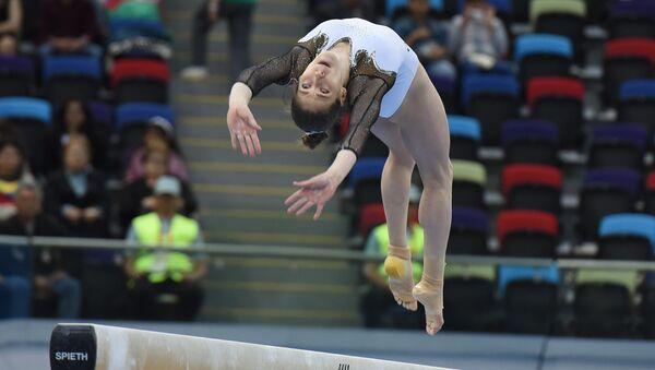 Финалы соревнований по спортивной гимнастике среди мужчин и женщин в упражнениях на коне и перекладине, в опорном прыжке, в вольных упражениях и на бревне - Sputnik Азербайджан