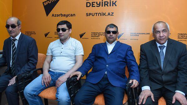 Инвалиды по зрению Фамиль Гаджиев, Анар Омаров, Фаиг Тагиев и Вафадар Новрузов - Sputnik Азербайджан