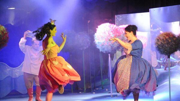 Гастроли Грузинского государственного профессионального театра юного зрителя имени Нодара Думбадзе - Sputnik Азербайджан