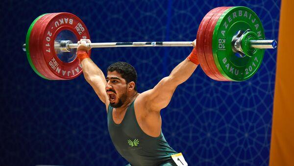 Соревнований по тяжелой атлетике среди мужчин в весовых категориях до 77, до 85 и до 94 кг IV Игр Исламской солидарности - Sputnik Азербайджан