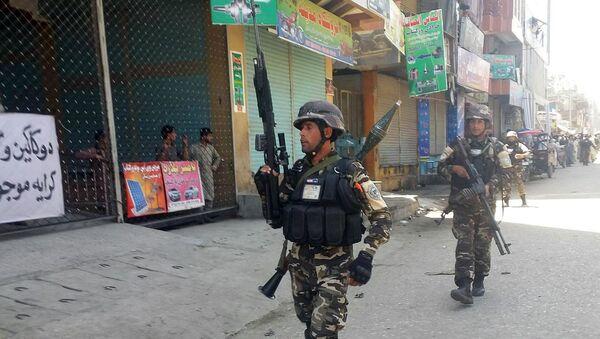 Силы безопасности Афганистана на месте взрыва в Джелалабаде, 17 мая 2017 года - Sputnik Азербайджан