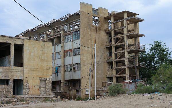 Крыша в общежитии буквально рушилась - Sputnik Азербайджан