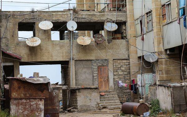 Больше месяца назад всех жильцов из него эвакуировали - Sputnik Азербайджан