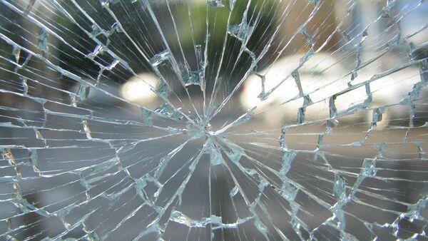 Разбитое автомобильное стекло, фото из архива - Sputnik Азербайджан