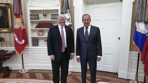 Президент США Дональд Трамп и министр иностранных дел России Сергей Лавров - Sputnik Азербайджан