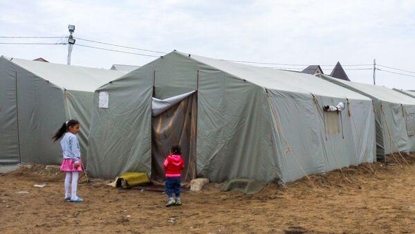 Палатки во дворе общежитий бывшего Пансионата энергетика - Sputnik Азербайджан