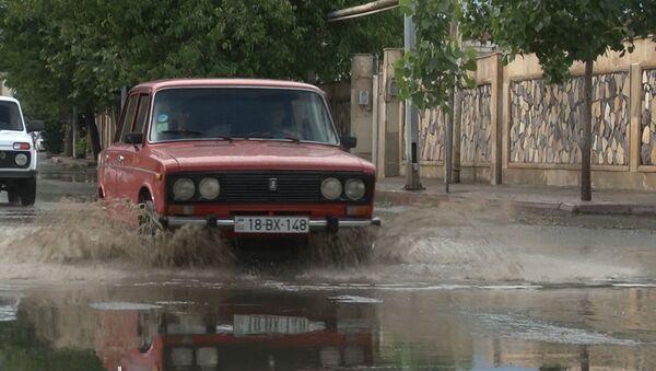 Güclü küləklə müşayiət olunan yağış rayonda ciddi fəsadlar törədib - Sputnik Azərbaycan