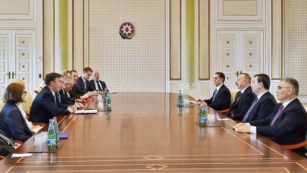 Президент Ильхам Алиев принял делегацию Европейского парламента - Sputnik Азербайджан