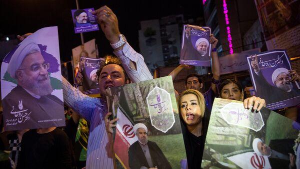 Сторонники Хасана Роухани в Тегеране, Иран, 17 мая 2017 года - Sputnik Азербайджан