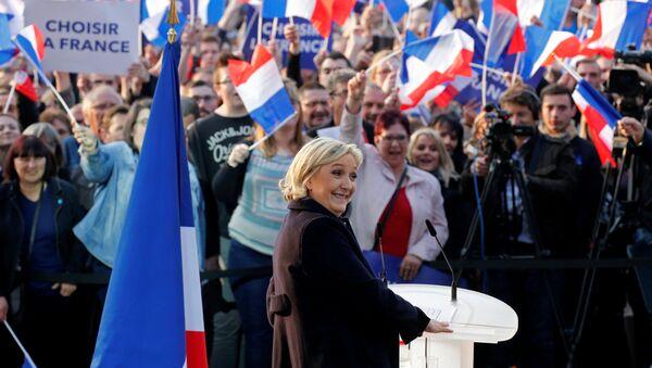 Лидер политической партии Франции Национальный фронт Франции Марин Ле Пен - Sputnik Азербайджан