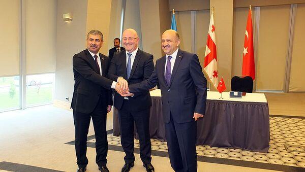 Трехсторонняя встреча министров обороны Азербайджана, Грузии и Турции - Sputnik Азербайджан