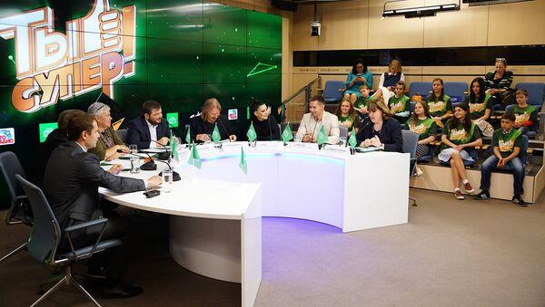 Пресс-конференция финалистов, членов жюри и организаторов международного детского вокального конкурса Ты супер! - Sputnik Азербайджан