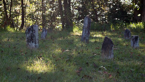 Безымянные могилы, фото из архива - Sputnik Азербайджан
