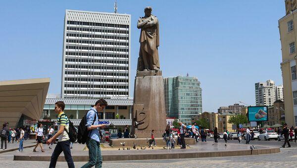 Памятник Джафару Джаббарлы в Баку - Sputnik Азербайджан