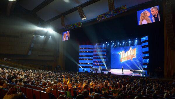 Финал международного вокального конкурса Ты супер! в Государственном Кремлевском дворце в Москве - Sputnik Азербайджан