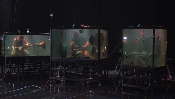 Датские музыканты сыграли под водой - Sputnik Азербайджан