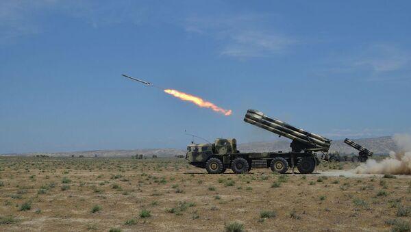 Ракетные и артиллерийские соединения проводят учения с боевыми стрельбами - Sputnik Azərbaycan
